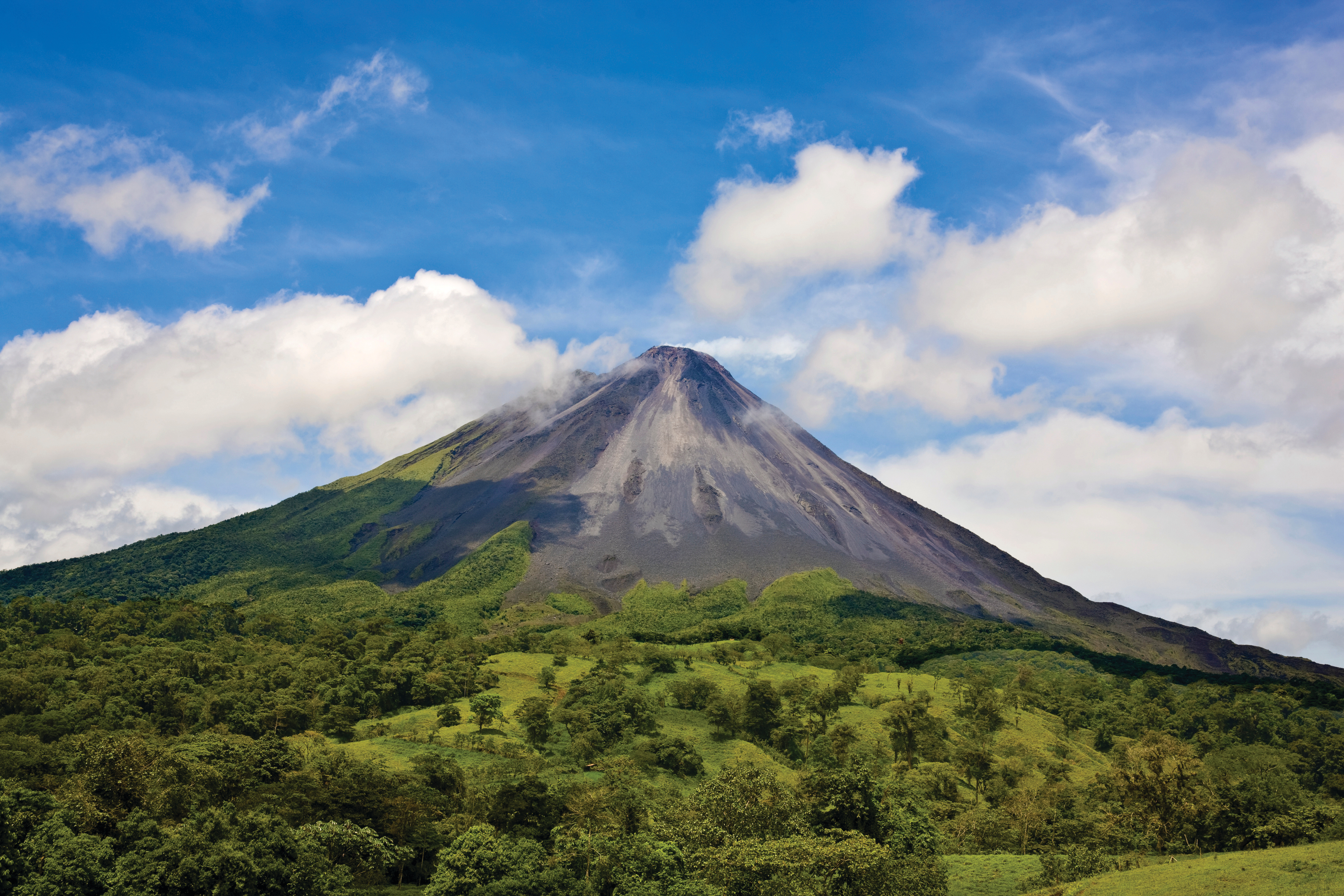95187090-Arenal-Volcano