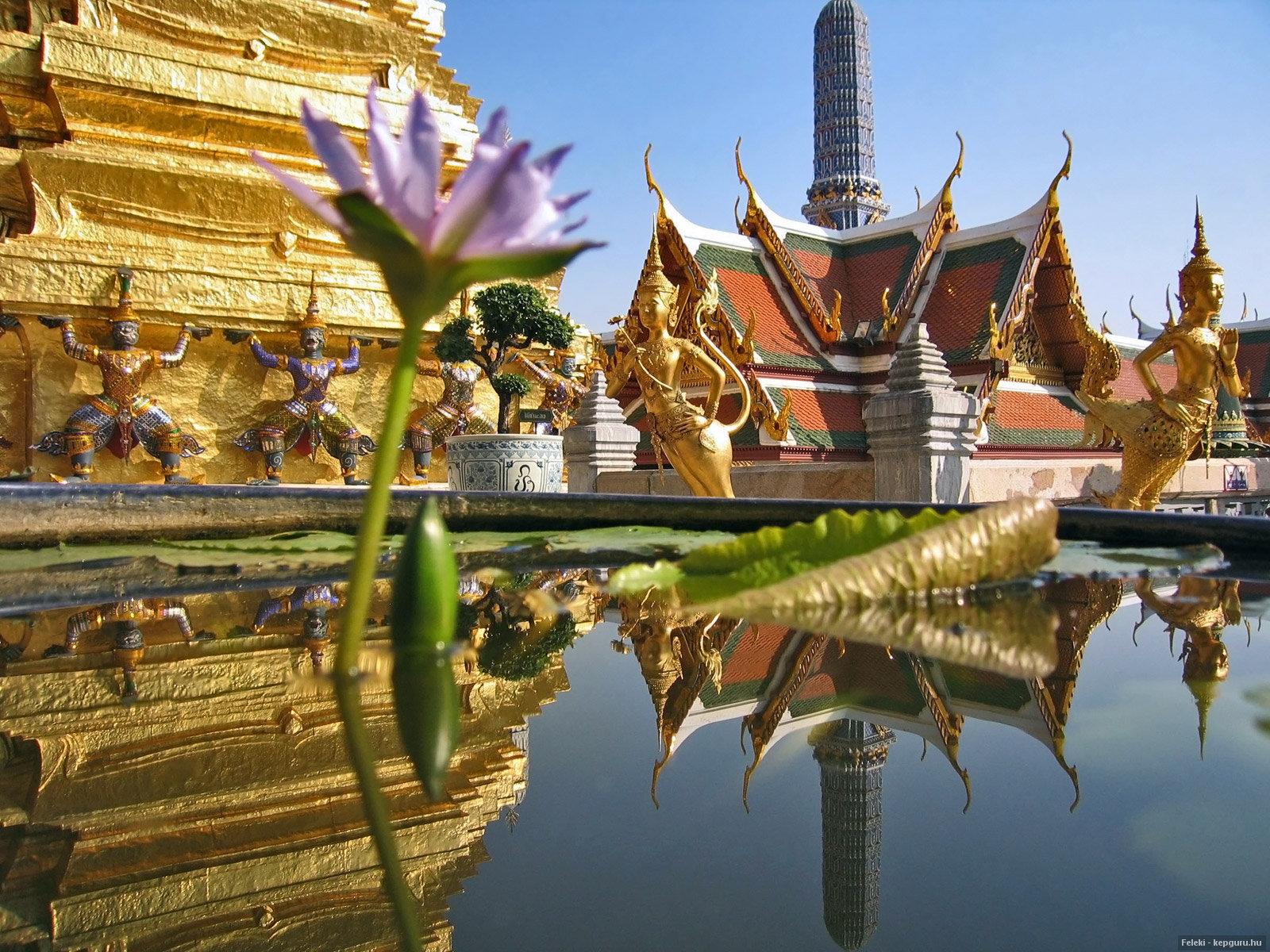 a-smaragd-buddha-temploma-bangkok-thaifold