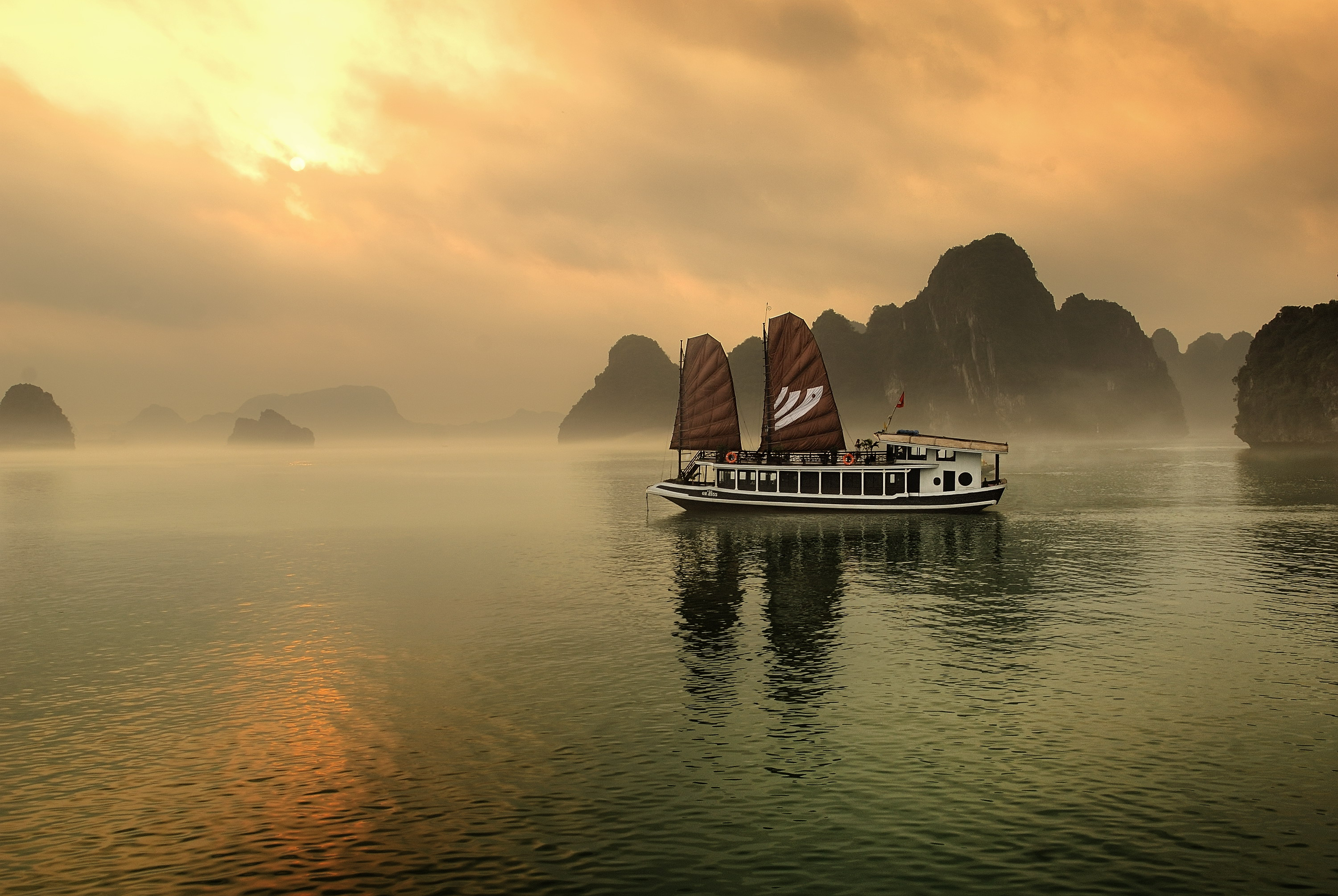 Halong Bay, Bhaya Cruise