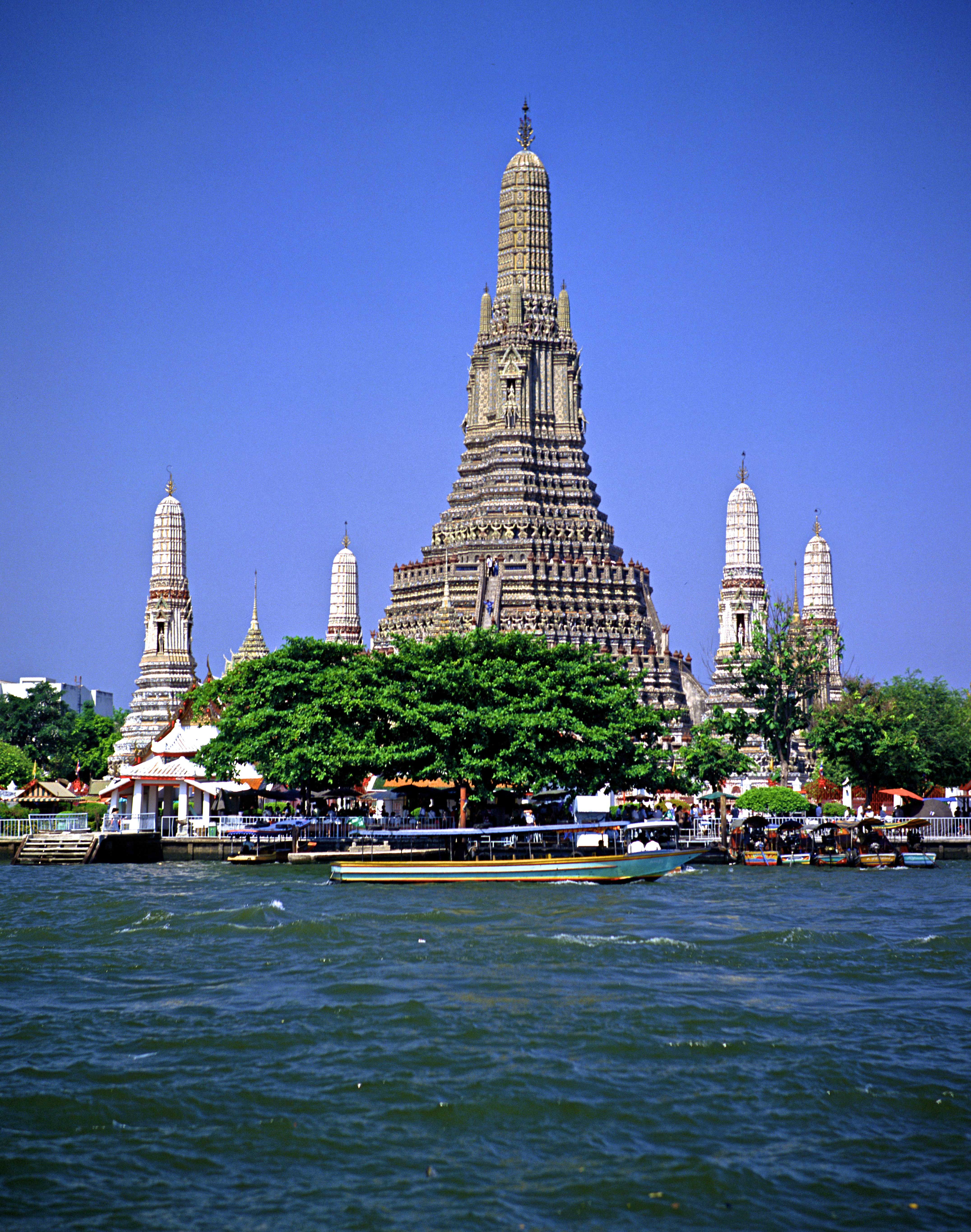 Bangkok,-Wat-Arun,-The-Temple-of-Dawn