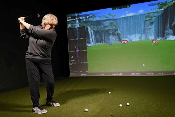 golf simulator course management