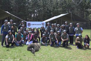 Estudantes participam de estágio militar para treino em situações de risco