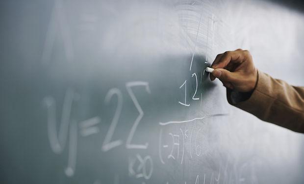 Profesor de escritura una fórmula en una