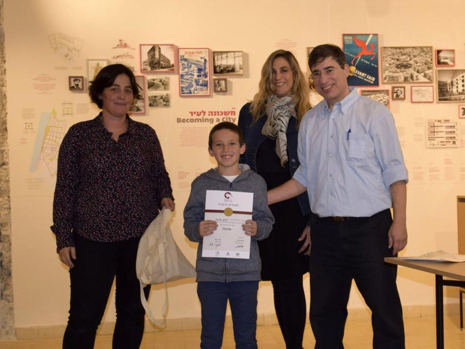 """נדב כנות בן ה-11 זכה בציון לשבח מיוחד בתחרות """"ויקיפדיה אוהבת אתרי מורשת"""" שאירגן ויקימנטור."""
