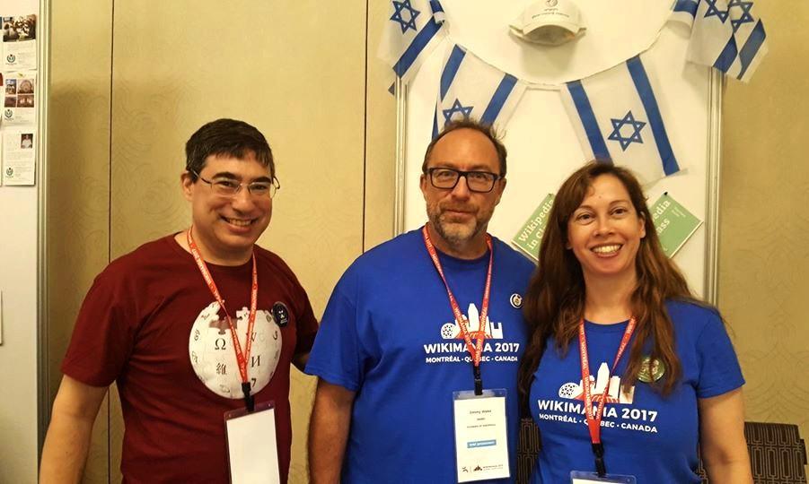 ויקימנטור מארח את ג'ימי ווילס, מייסד ויקיפדיה, בדוכן ויקימדיה ישראל בכנס הבינלאומי של הוויקיפדים ויקימניה מונטריאול 2017.