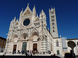 File-_The_facade_of_the_Cathedral_in_Sie
