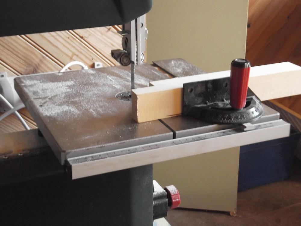 Mon atelier : tronçonnage à la scie à ruban.