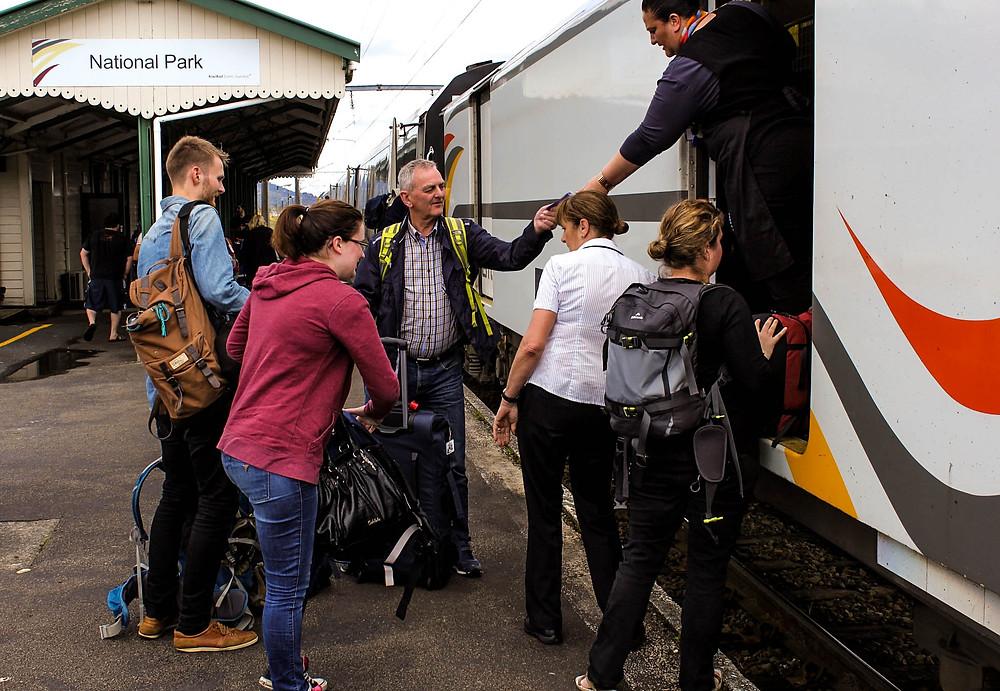 Energiske togverter var med oss på hele reisen på New Zealand.