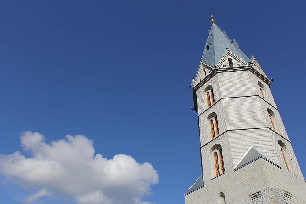 Til topps i tårnet på Aleksandri storkirke er en fin start på dagen i Narva.