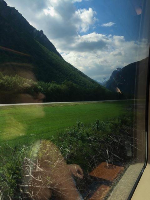 En vindusplass på Raumabanen gir god utsikt til mye Norge.