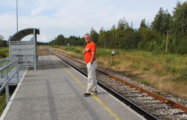 """En stille morgenstund på """"jernbanestasjonen"""" i Tori."""