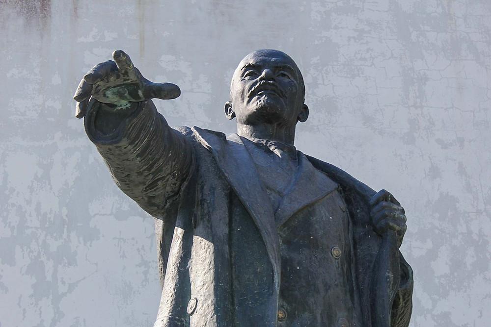 Lenin beholder sin mektige mine, selv om han i dag er forvist til et bortgjemt hjørne her i Narva.