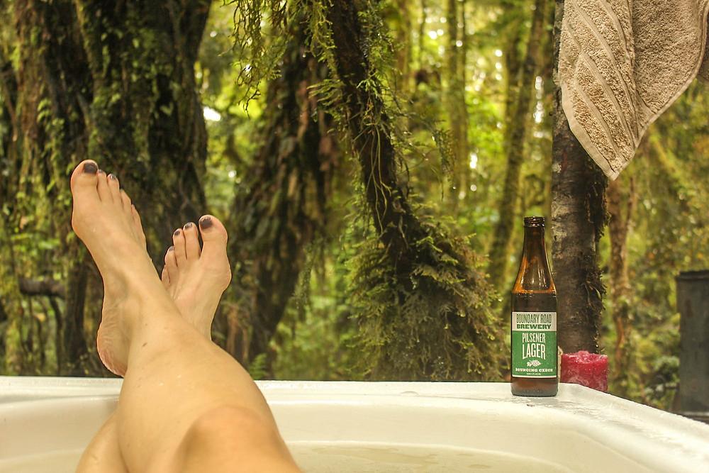 Noen ganger er det all right .. Her i et badekar i regnskogen ved Hokitika, New Zealand.