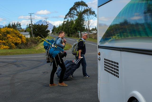 Ankomst Tongariro National Park med buss for tog.