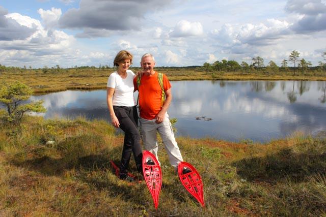 På truger i myra i Soomaa nasjonalpark i Estland.