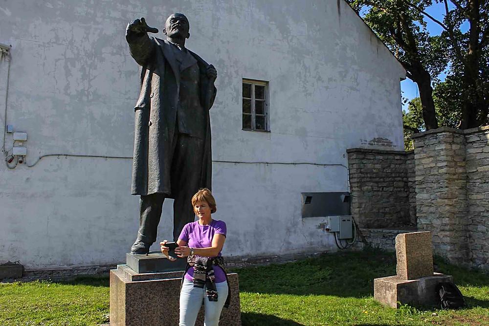 Selfie med Lenin i et bortgjemt hjørne av Hermann-festningen i Narva.