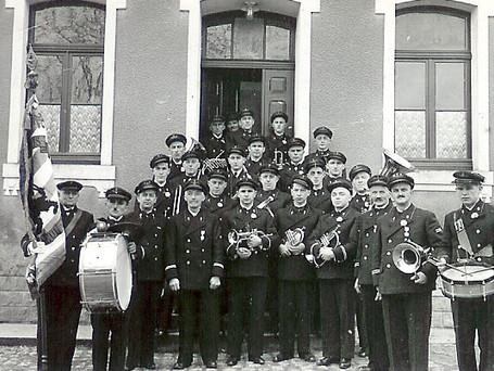 1939 kritt d'Sëller Musek nei Uniformen