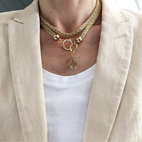 Lariat necklace covered in Gold Italian mesh and Natural cyestal pendant