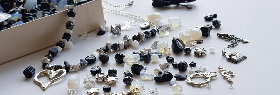 ערכה להכנת תכשיטים בגווני - לא הכל שחור לבן