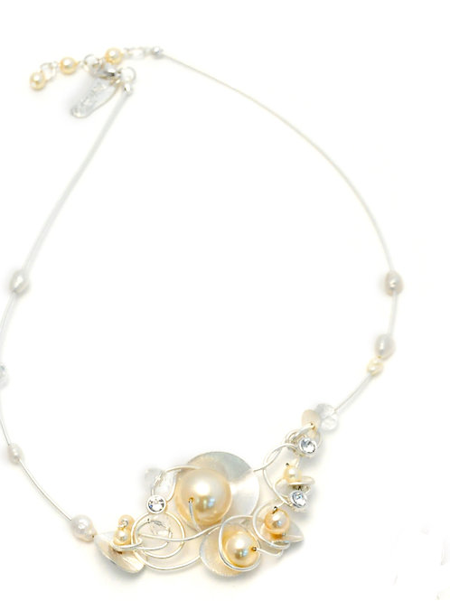 Pearls, metal shells and Swarovski crystals Necklace