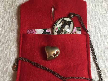 """DIY tiny felt """"purse"""" gift wrap"""