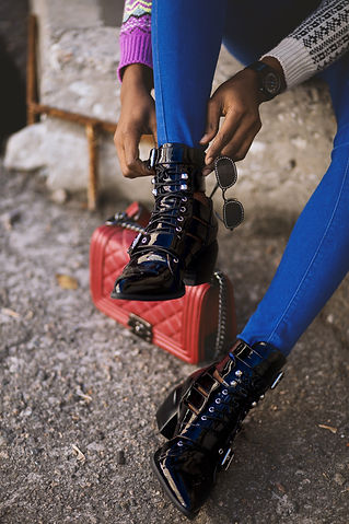 adult-boots-fashion-1501210.jpg