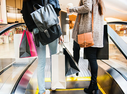 bags-black-friday-escalator-1368690.jpg