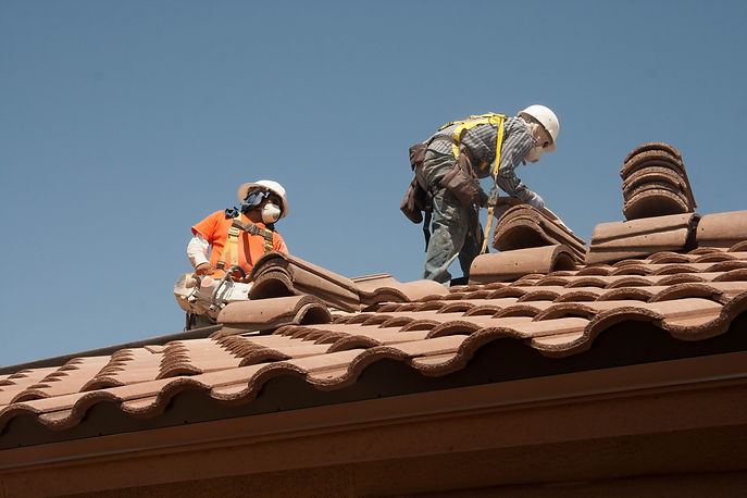 Roofing_workers_fall_prevention_(9253637