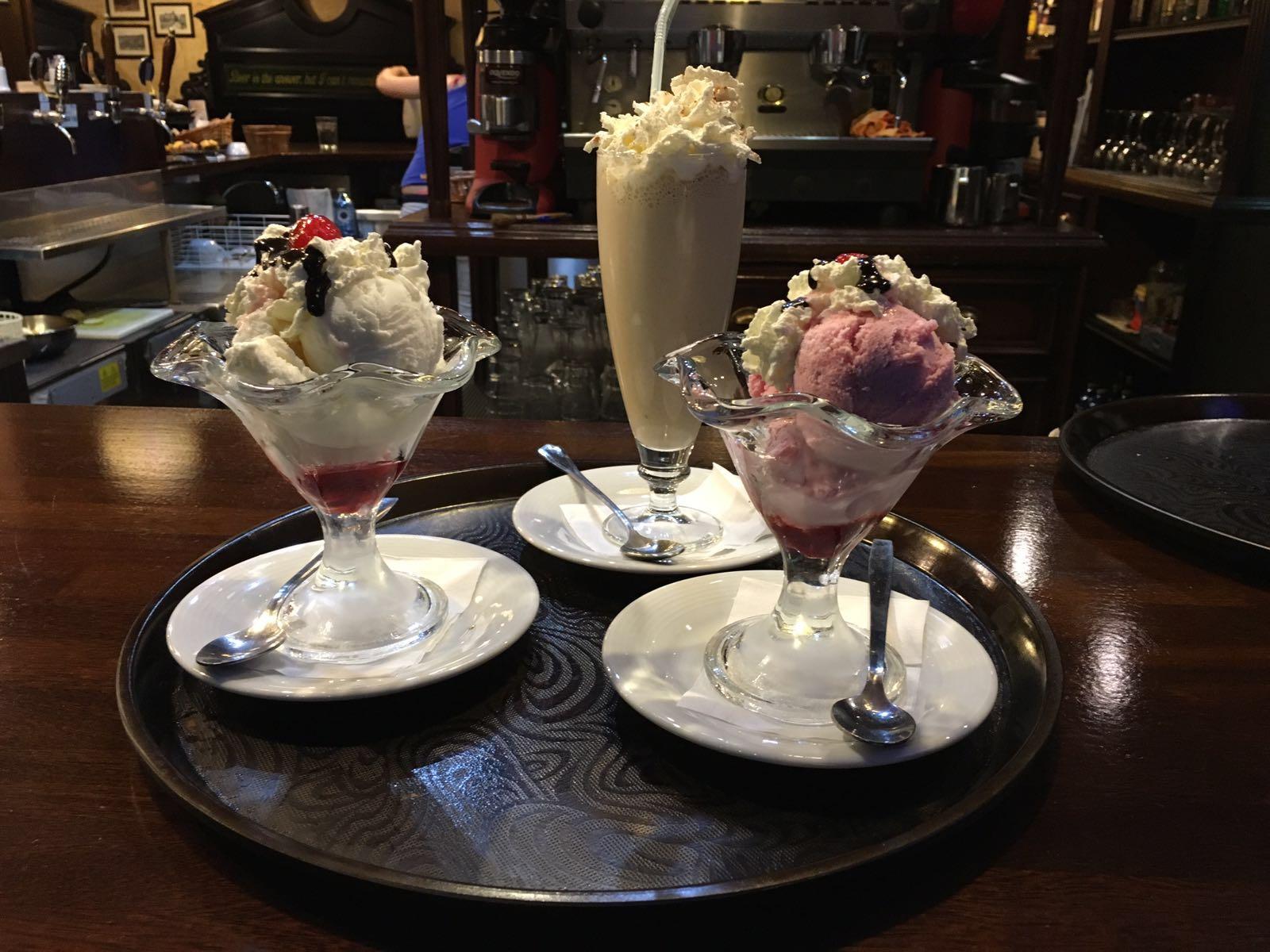 Copas de helado y batidos
