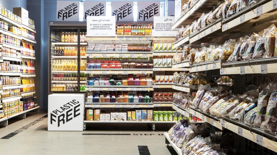 Amsterdam inaugure le premier supermarché sans plastique.