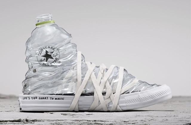 Converse lance une gamme de sneakers All Star construite à partir de matériaux recyclés.