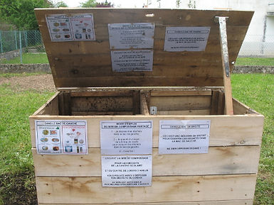 le bac de compost et de matière sèche.JP
