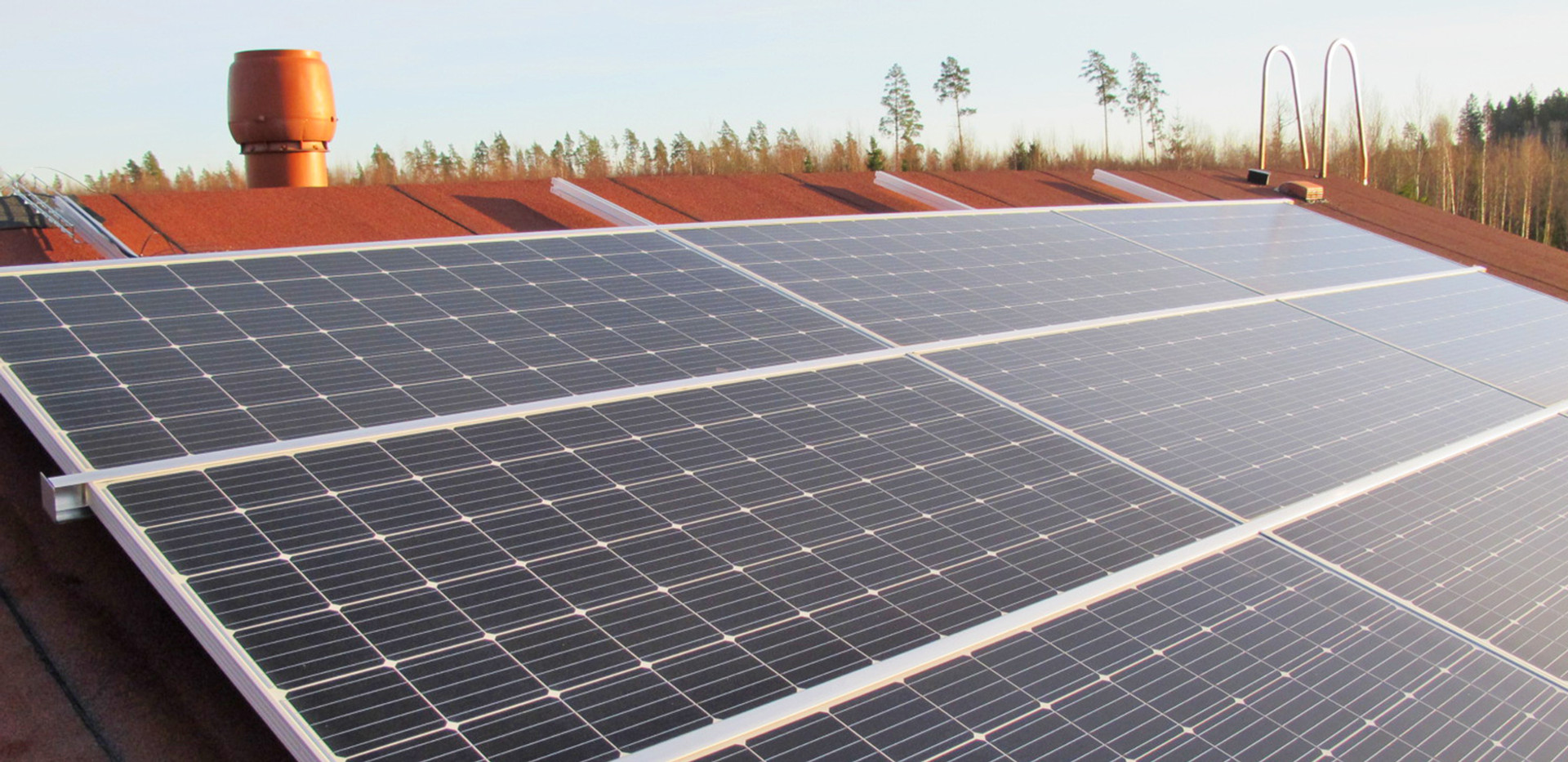 Aurinkopaneelit asennus huopakattoon