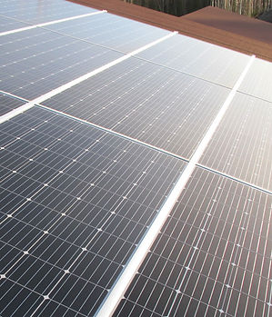 Aurinkopaneelit kattoon