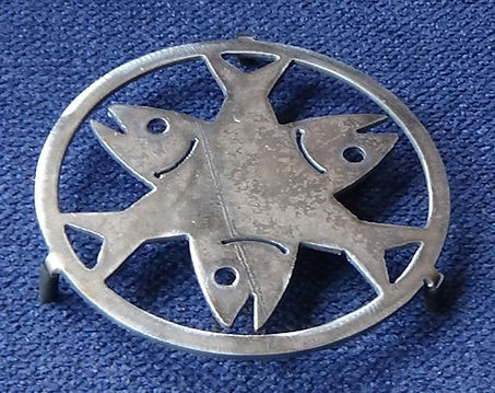 3 fish celtic potstand trivet
