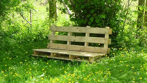 garden bench made from a pallet
