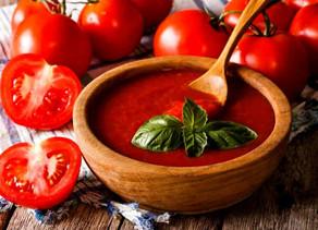 Como usar o tomate na rotina de cuidados com a pele?
