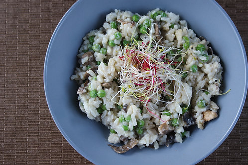 PULLED LEMON CHICKEN RISOTTO WITH MUSHROOM & GREEN PEAS - R65/400G