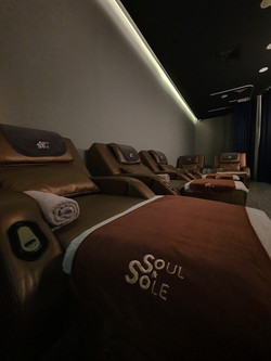 Premium size massage chairs
