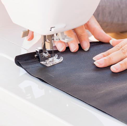 Rosie Broadhead teje bacterias en fibras de la ropa para crear una segunda piel