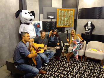 Angélica Rizzi foi atração musical do programa Le Folk na RDC TV
