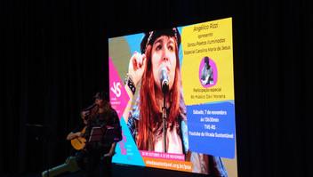 Angélica Rizzi apresentou o Sarau Poetas Iluminadas na Virada Sustentável