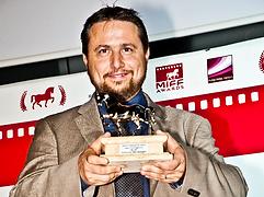 Simone Bartesaghi wins the 2013 MIFF Award for Best Screenplay (RUN)
