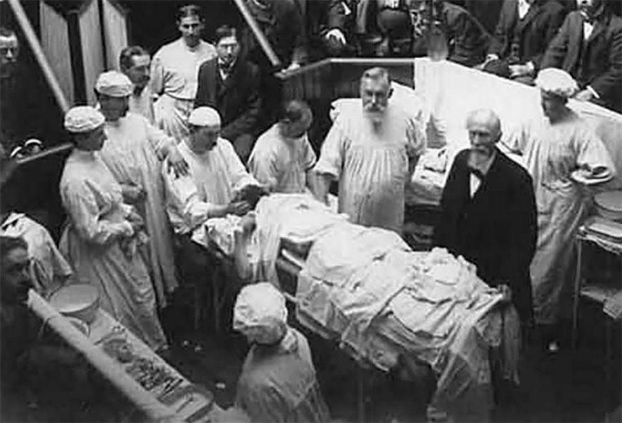 Vincenz Czerny first breast augmentation 1895.jpg