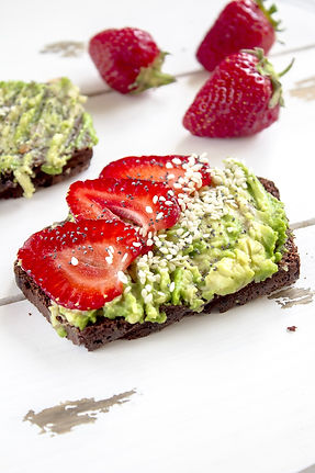 Avocado & Strawberry Sandwich Michelle Boehm nutritional therapy nutritionist London healthy food recipes easy happy motivation fit gym fitness crossfit diet body protein wellness wellbeing support supplements tips lifestyle eating life love smile wholefood vegetarian vegan gluten free