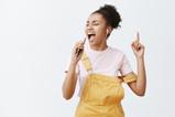 Useimmiten kysytyt kysymykset: laulaminen, laulutunnit ja laulutekniikka