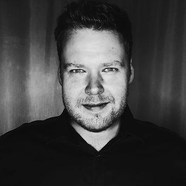 Juha Suihko, esiintymisvalmentaja, näyttelijä, laulaja