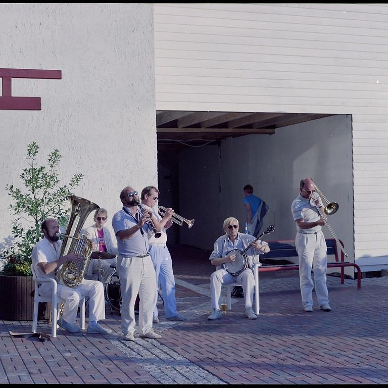 Laksajazz: Bytunet Antikvariske Jazzensemble