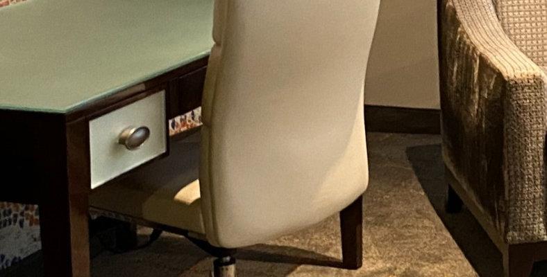 King - Desk Chair