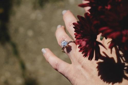 婚約指輪はいつ身につけるのか